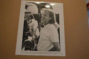 TV-MOVIE-8x10-PRESS-PHOTO-QTY-1-LITTLE-WOMEN-DIRECTOR-GILLIAN-ARMSTRONG-G08