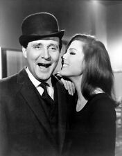 Patrick MacNee and Diana Rigg UNSIGNED photo - 391 - The Avengers