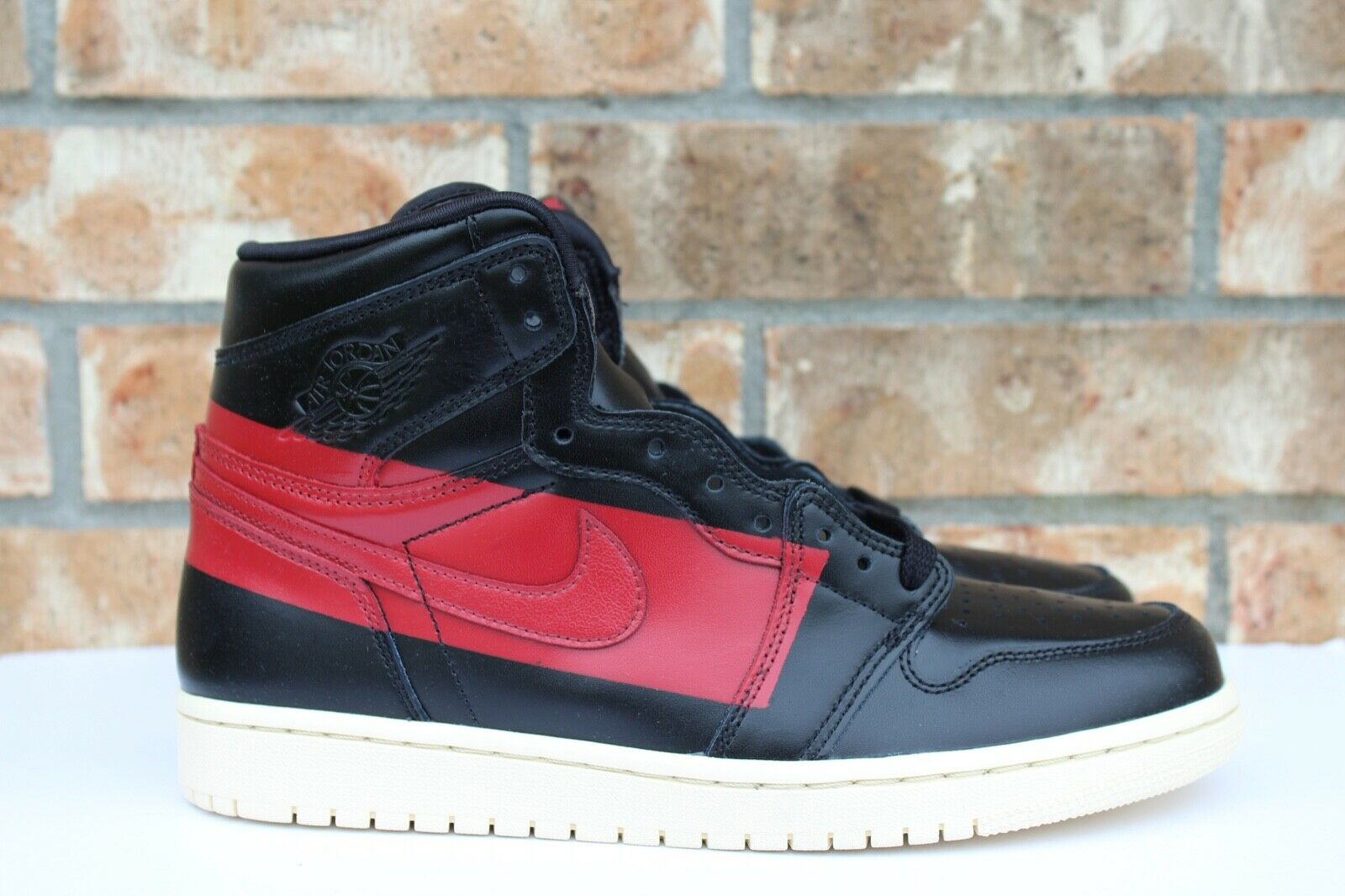 new arrival 4cfd6 3690b Men s Nike Air Jordan 1 High OG Defiant Couture Couture Couture Black Red  Size 9.5-