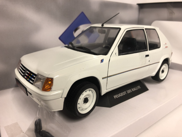 Peugeot 205 Rally MK1 White 1:18 Scale Solido S1801701