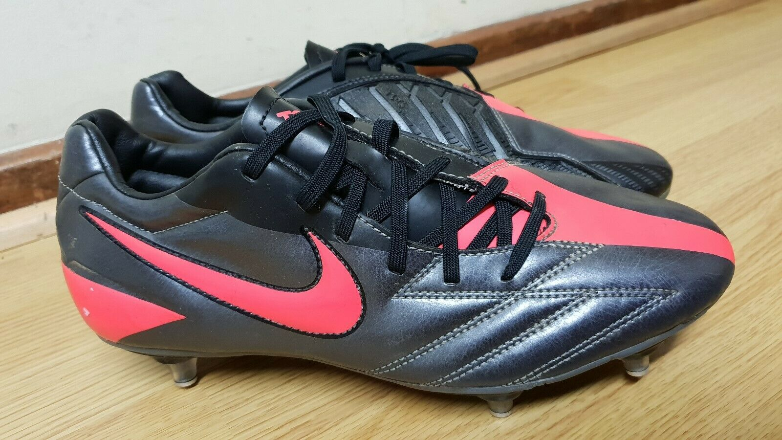 NIKE T90 MENS FOOTBALL TRAINERS SIZE   MADE IN VIETNAM