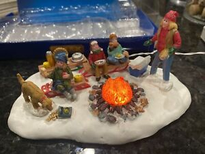 LAST-ONE-Lemax-SLEDDING-POTLUCK-2016-RARE-Christmas-Village-Campfire-Family