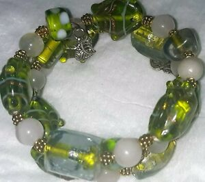 Memory-Wire-Bracelet-With-Green-Gold-amp-White-Color-Toned-Glass-Beads-Handmade