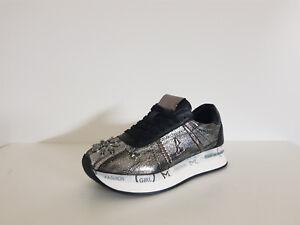 2 Sneakers