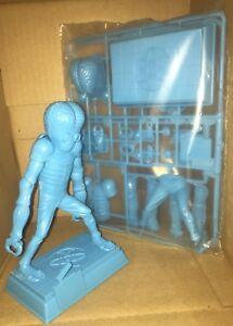 Super-Rare-Aurora-Metaluna-Mutant-SciFi-Monster-Model-Scenes-blue-sealed