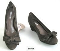 Geox - Chaussures Compensées Tout Cuir Velours Gris Taupe 35 - Neuf