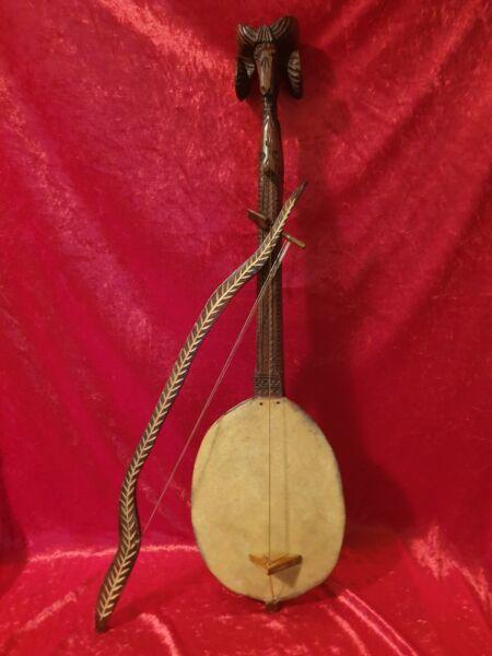 Altes Handgeschnitztes Musikinstrument Orientalisch Holz/leder Widder Steinbock Zahlreich In Vielfalt