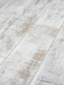 12mm Gildas White Laminate Flooring Packs Click 20 Year