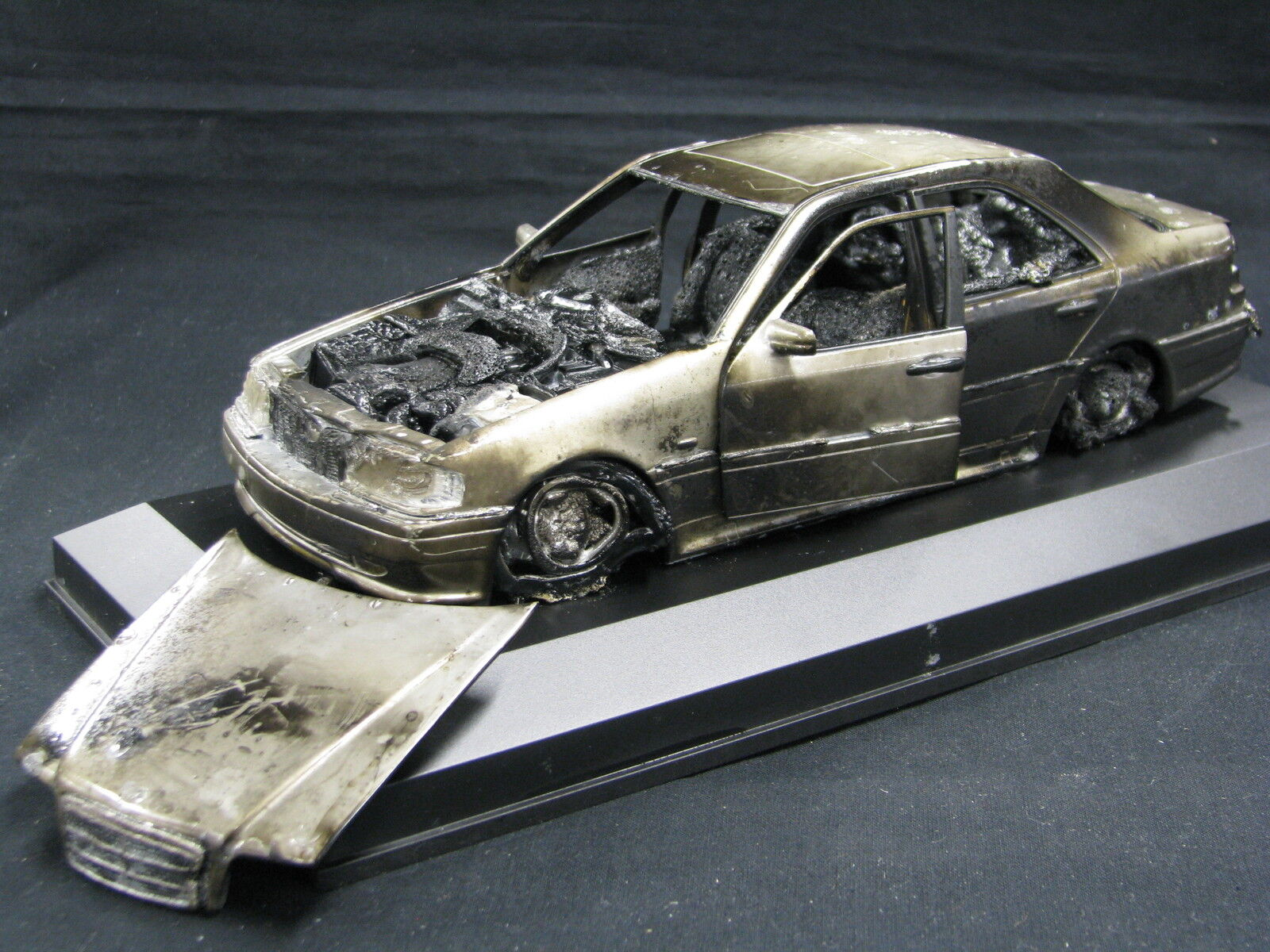 UT Model Mercedes-Benz C-Class 1 18 Burnt  in Vitrine (JS)