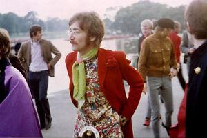 """THE BEATLES JOHN LENNON 1967 foto 14 x 11/"""""""