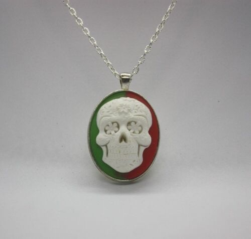 """Green /& Red Suger Skull Cameo Pendant Necklace With 20/"""" Silver Tone Chain"""