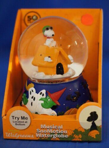 Snoopy Musical Snowglobe Figurine Schulz Peanuts Charlie Brown Great Pumpkin