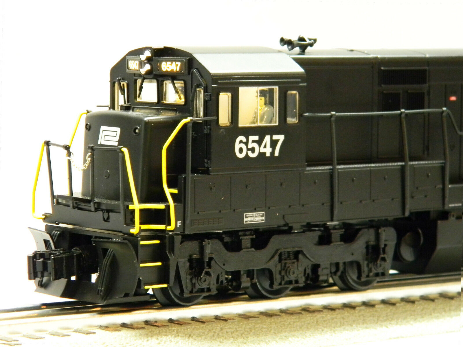 LIONEL LEGACY PENN CENTRAL U33C blueETOOTH DIESEL ENGINE O GAUGE PC 6-84292
