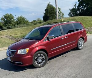 2011 Chrysler Town & Country Limited Certified