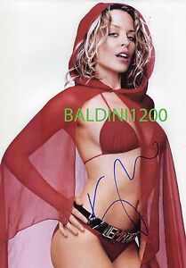 KYLIE-MINOGUE-SIGNED-10X8-PHOTO-GREAT-STUDIO-SHOT-IMAGE-LOOKS-GREAT-FRAMED