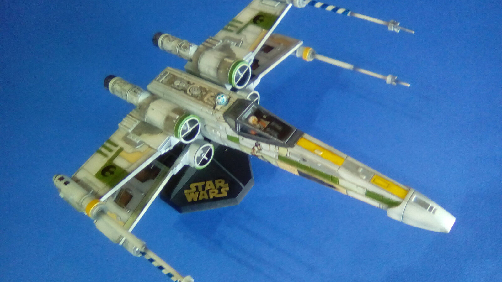 X-Wing Fighter Star Wars 1/72 scale ( Green squadron )