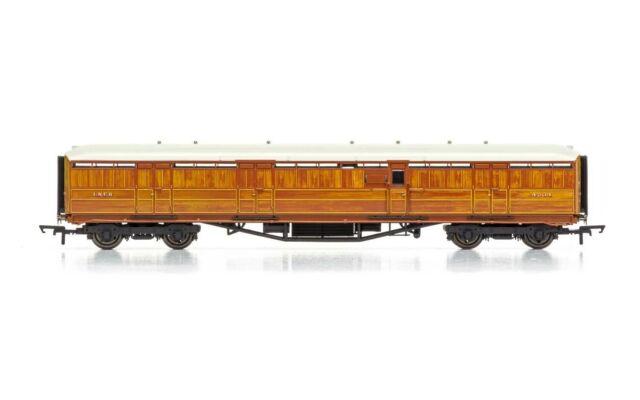 """Hornby LNER 61' 6"""" Gresley Full Brake 4234 Era 3 Model Train"""