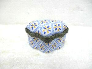 Petite-boite-en-porcelaine-de-collection
