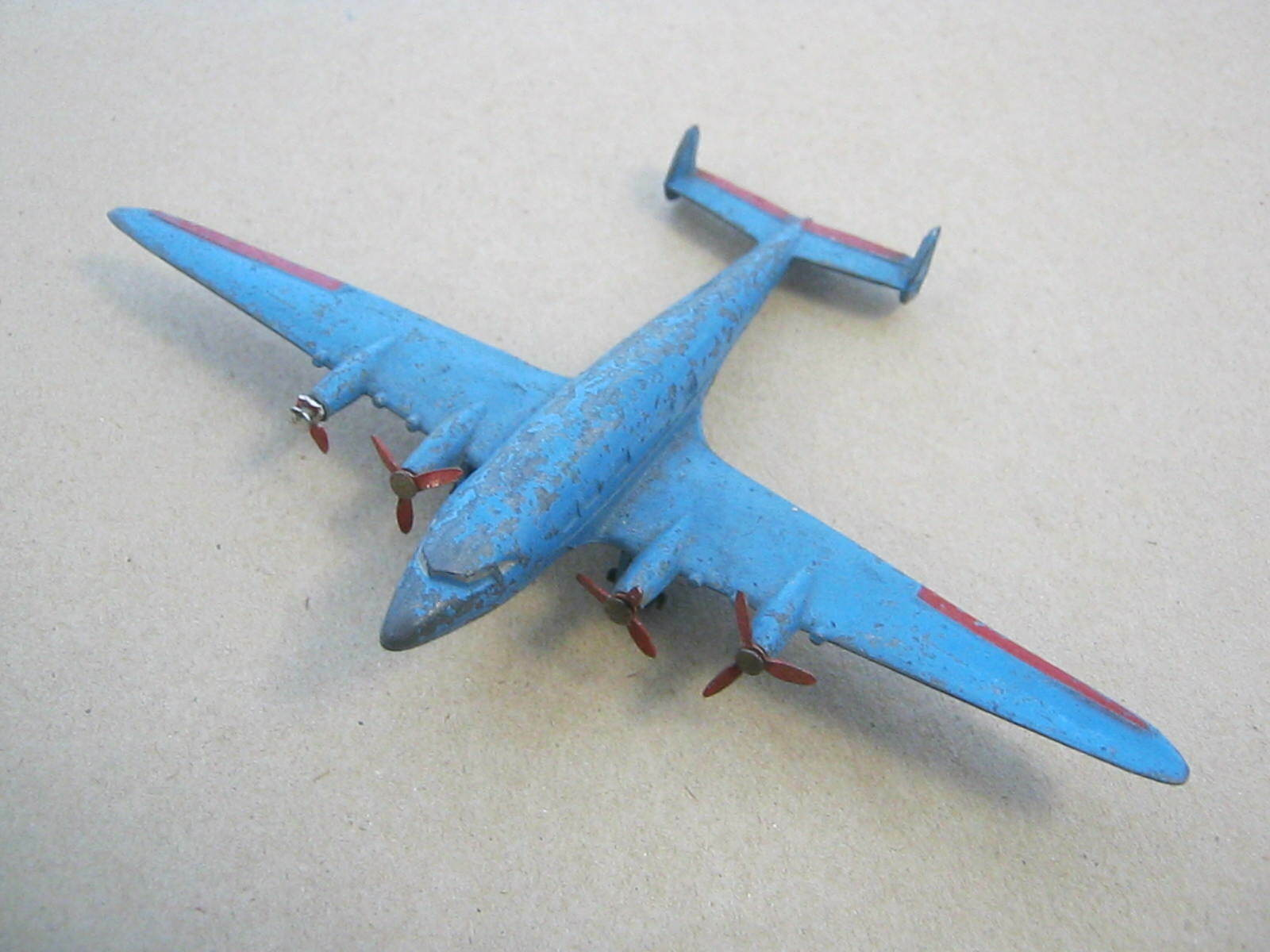 Dinky Toys  62r Four-Engined Air Liner