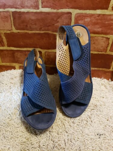 Clarks Artisan Womens 10 NAVY Perforated Slingback