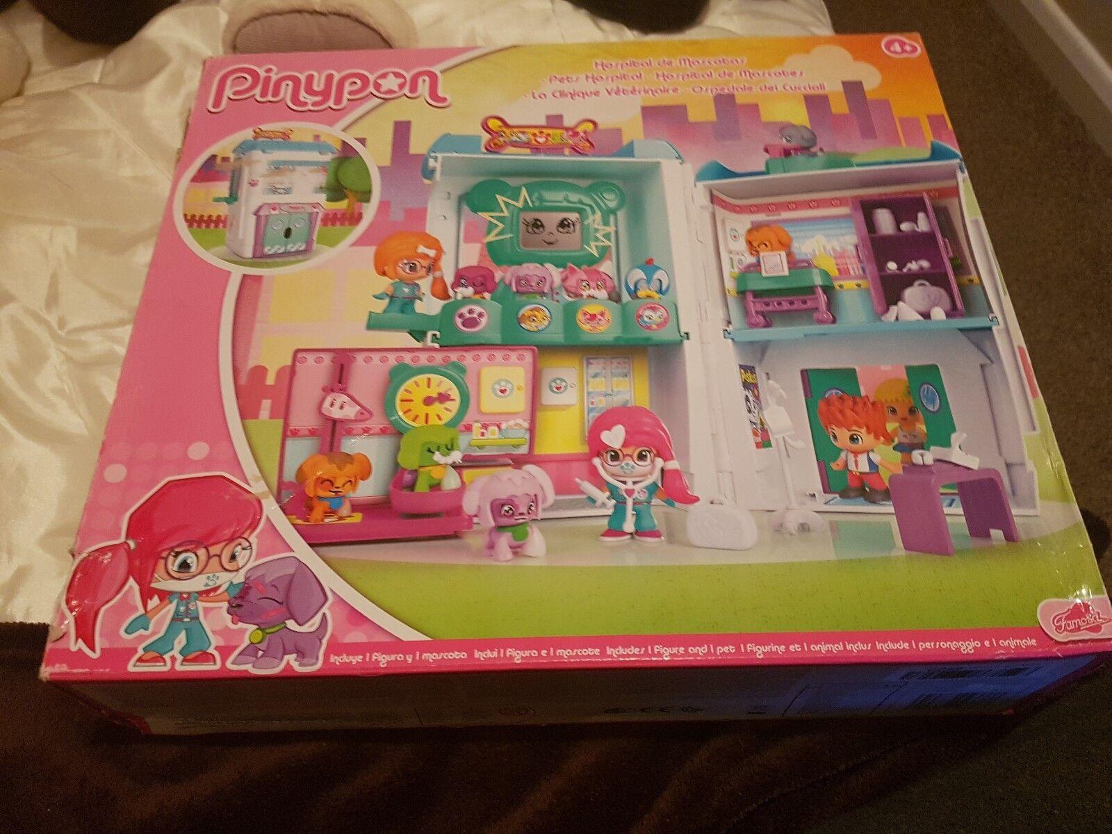 Pinypon–700012914–Mini Doll–Veterinary Clinic Box + 2figurines(SEE DES)
