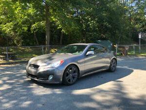 Genesis 2012 coupé 2 litres turbo. Peint automne 2019. 10 500$
