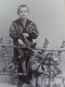 Kleiner-Junge-mit-Pferd-Foto-Fotographie-Theod-Reimers-Hamburg