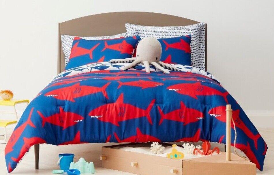 NEW Pillowfort Great Weiß Shark Full   Queen Comforter Set  Includes 2 Shams