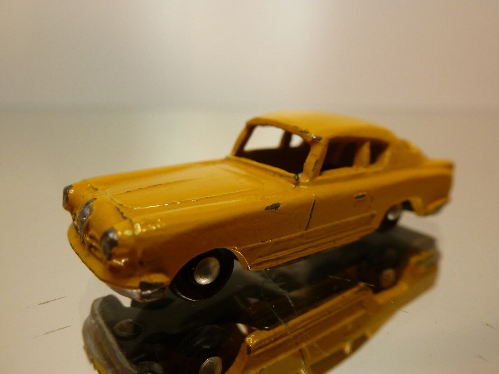 JAPAN - METAL  ALFA ROMEO COUPE - jaune L5.0cm - VERY RARE - GOOD CONDITION