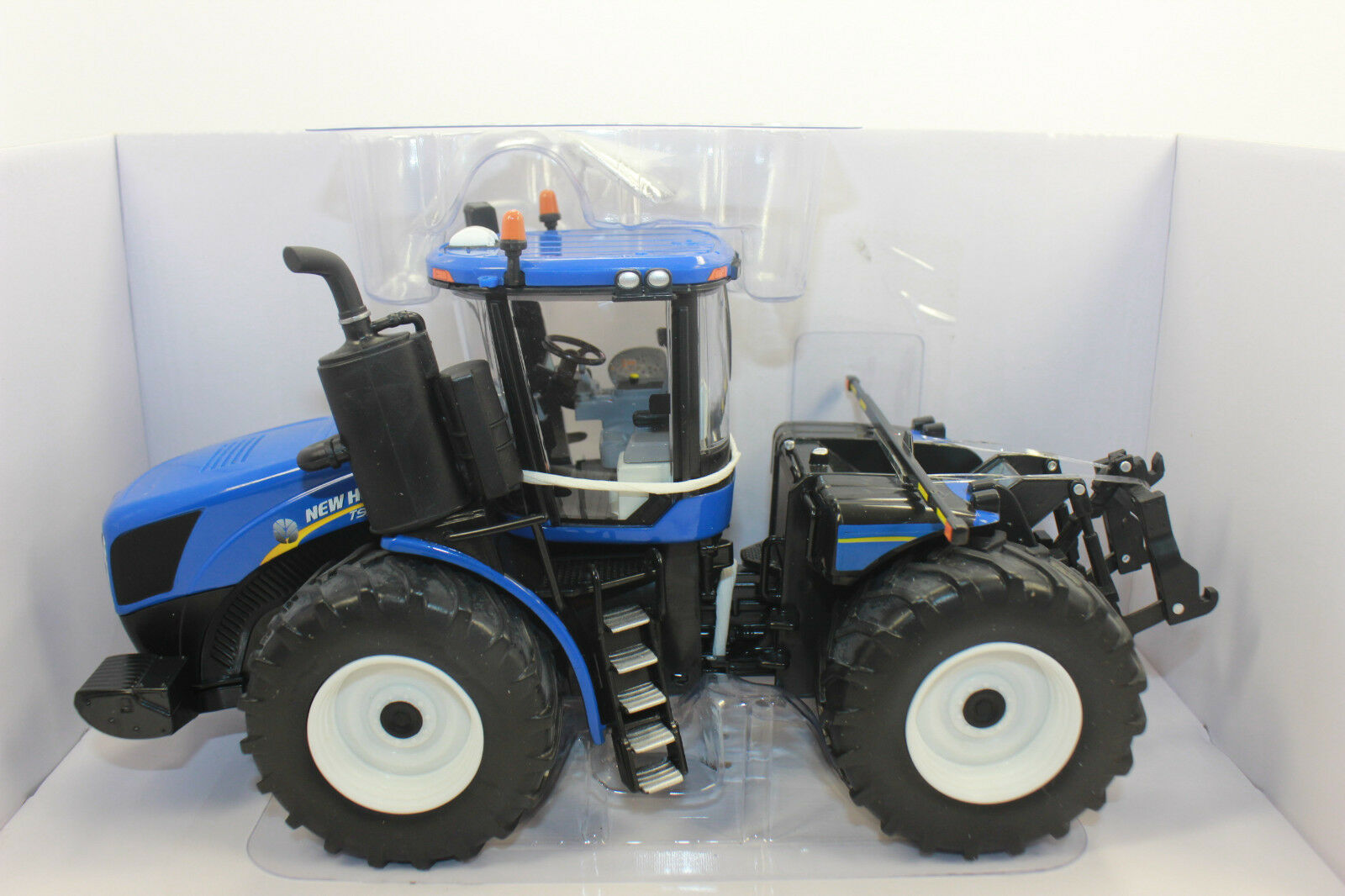 Ertl 13858 New Holland T9.565 4WD Tractor 1 3 2 New Boxed
