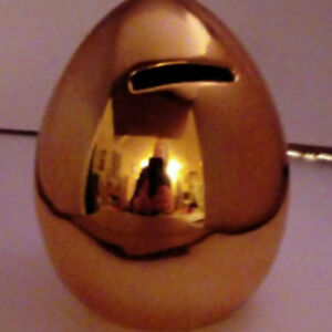 GREAT-STOCKING-FILLER-Gold-coloured-boxed-ceramic-Money-Box-Piggy-Bank
