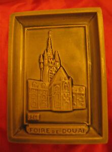 CENDRIER-17-039-FOIRE-EXPO-DE-DOUAI-034-L-039-HOTEL-DE-VILLE-034-ANNEE-1961-N-TRECA-DOUAI