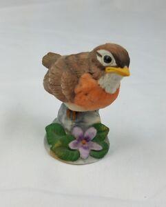 Vintage-Andrea-by-Sade-robin-figurine-porcelain-bird-animal-home-decor-Japan