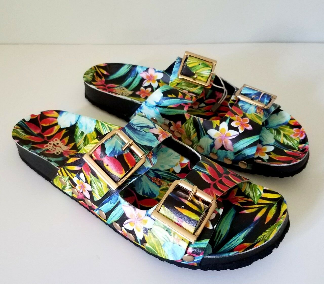 NEW COLORS OF CALIFORNIA TROPICAL FLORAL FOOTBED SANDALS SZ 39