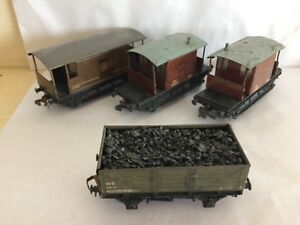 3 Hornby Dublo 3 & 2 Rail Tinplate Wood Effect 20 Ton Brake Vans + Coal Wagon