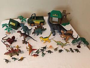 Animal-Planet-Dinosaur-Play-Set-Dinosaurs-TRex-Truck-Trees-Tent-Building-Playset