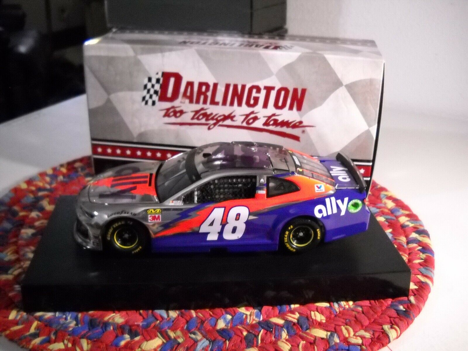 JIMMIE JOHNSON 2019 ALLY DARLINGTON Farbe CHROME 1 24 LIONEL 96 PRODUED