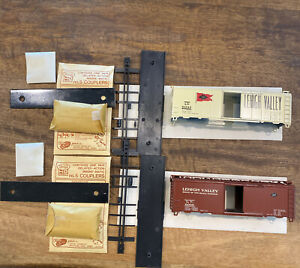HO-Scale-Kar-line-2-Lehigh-Valley-40-Box-Car-Kits-Complete-Missing-Box-Mint