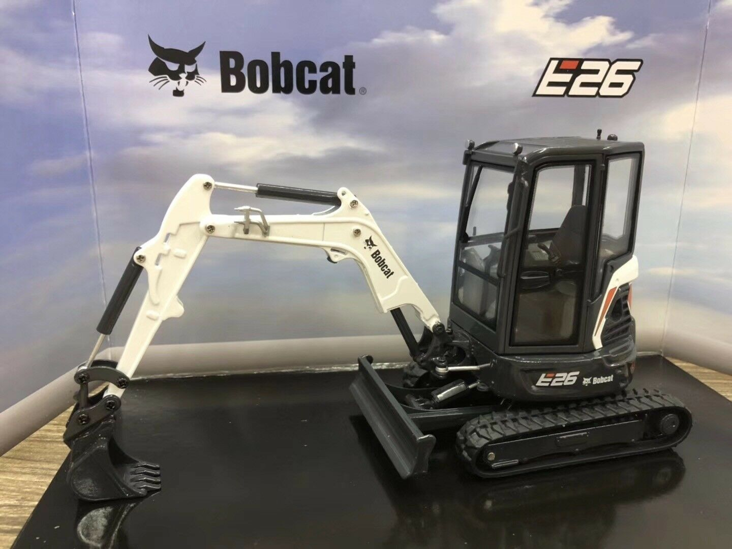 UH8132 - Bobcat E26 Compact Excavator 1 25 Scale Die-Cast Model