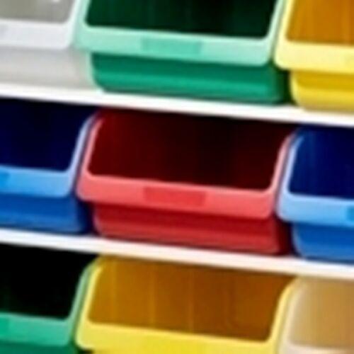 boîte en plastique grand rouge richard Lampert. Famille garage