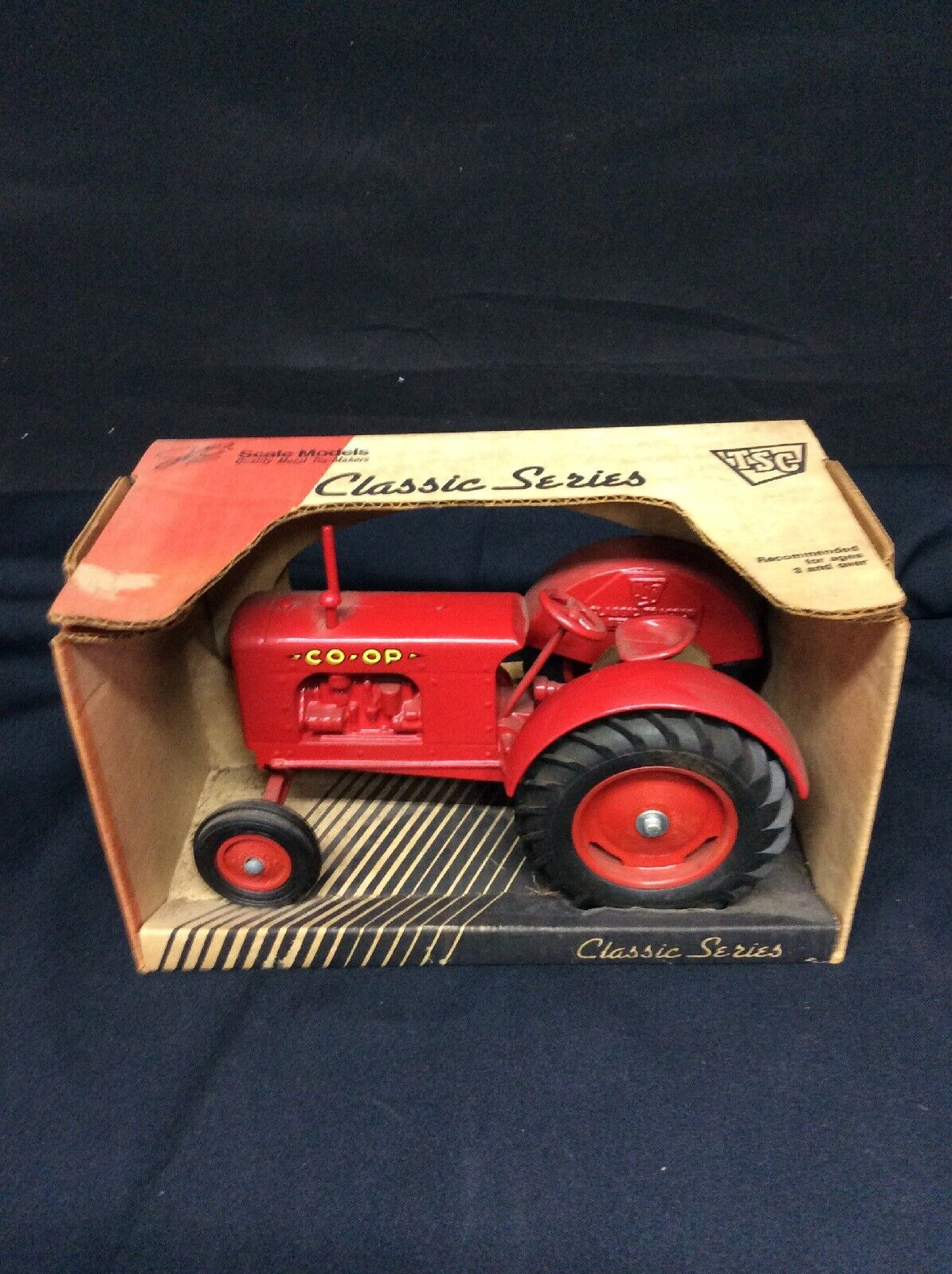 Scale Models Classic Series Co-op  farm toy tractor in 1 16th scale  TSC  NOS