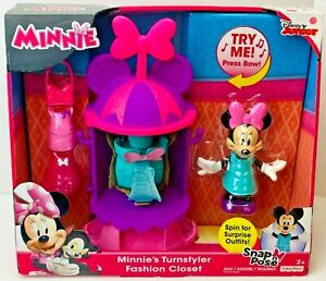 Disney Junior Minnie/'s Fab Fashion Turnstyler Closet Snap /'n Pose