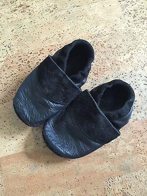 Lederpuschen Leder Schlappen Hausschuhe Kinder Babys schwarz Fußlänge ca 14,6 cm