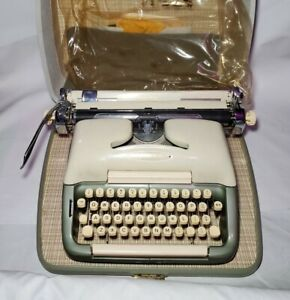Vintage Rare Voss Business-Riter Portable Typewriter With Accessories Germany