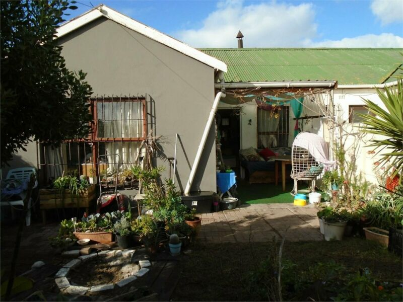 House in Muizenberg For Sale
