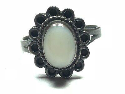 Vintage Oval Mother of Pearl MOP Design Ring 925 Sterling RG 2081