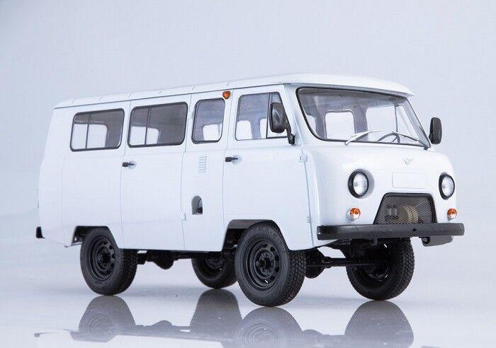 Start Scale Models (SSM) 1 18. UAZ-2206 minivan.