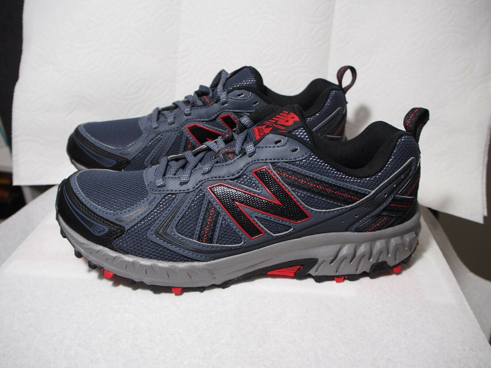 NEW BALANCE  MT410CT5  MENS CHARCOAL LITE COOL MESH TRAIL RUNNING SHOES SIZE 8