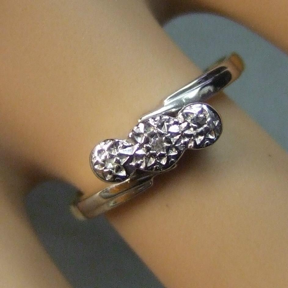 18ct gold second hand three stone diamond cross over ring