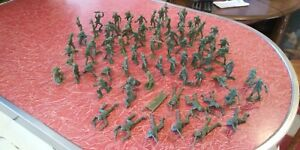 Lot-of-75-Vintage-Green-Plastic-Army-Men-Toy-Soldiers